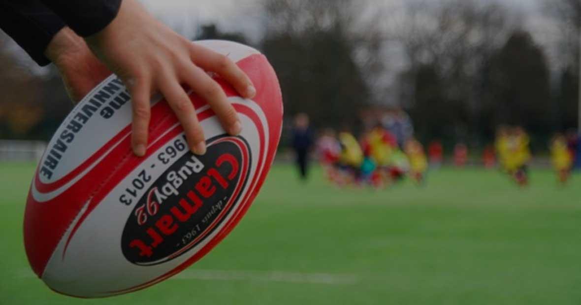 Clamart Rugby 92 - Enfant avec ballon de rugby