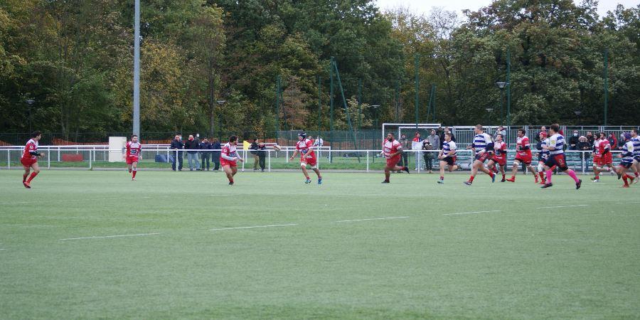 Victoire bonifiée Clamart rugby 92 au stade de la Plaine contre le RC Compiègne - photo d'un lancement de jeu clamartois