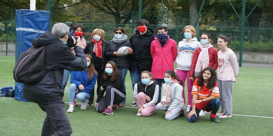 Rugby festif Octobre Rose Clamart Rugby 92 - photo des participantes et des élues de la ville de Clamart