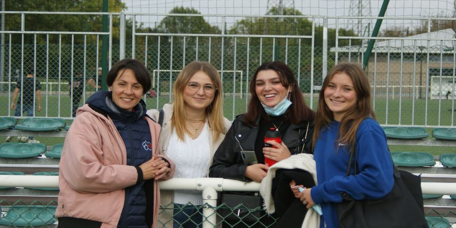 Rugby festif Octobre Rose Clamart Rugby 92 - photo de femmes du rugby festif - De gauche à droite : Isabel Aussignac, Anaïs Colas, Alycia, Chloé Duponcest