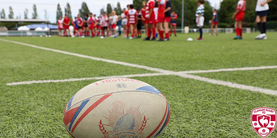 Lancement de la saison sportive 2021 2022 du Clamart Rugby 92 - photo d'un ballon sur le stade de la Plaine