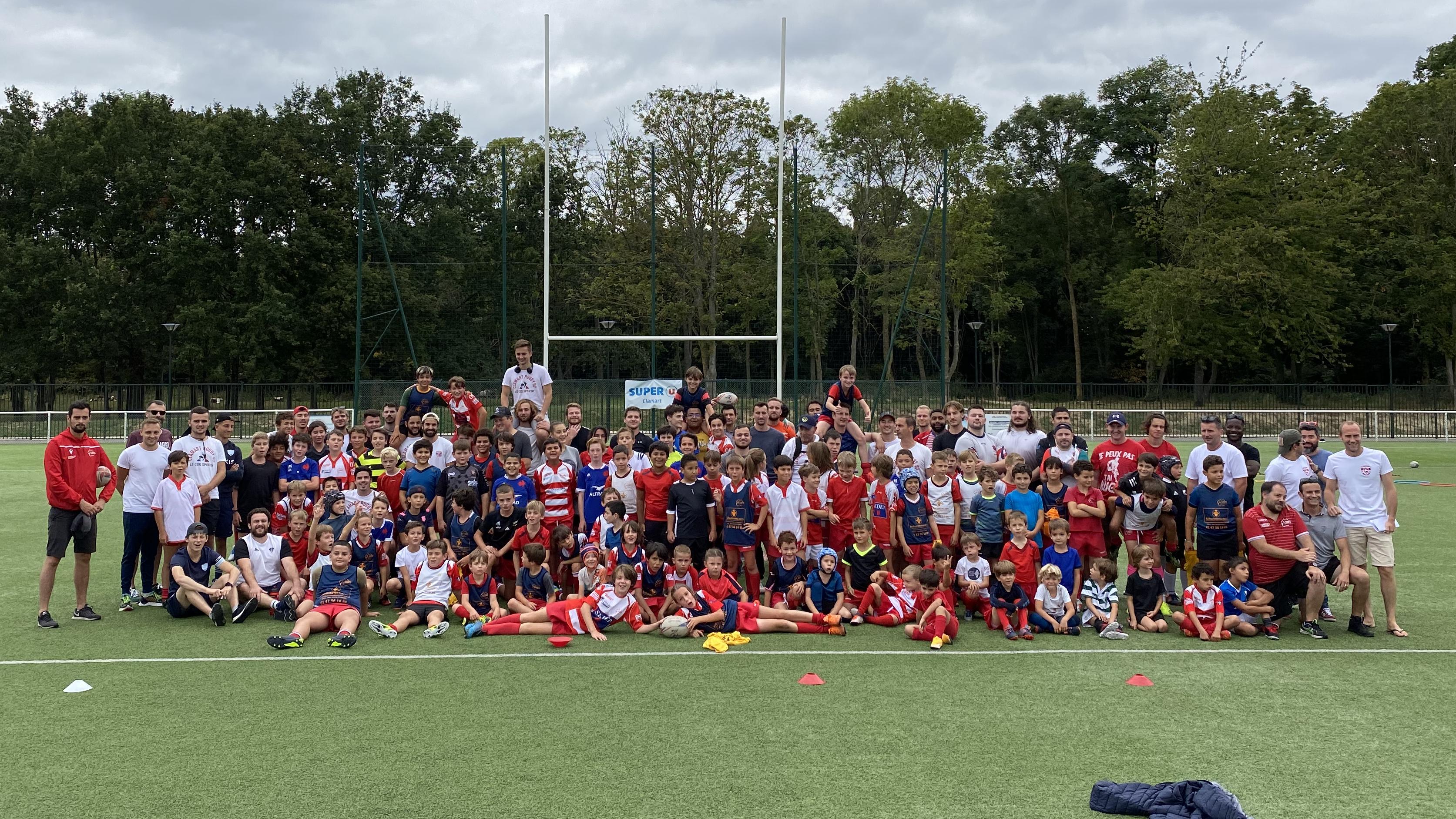 weekend de braderie - photo de l'École de rugby avec les seniors